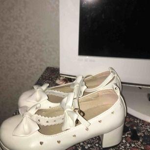 Otroligt fina skor, lite Lolita-aktiga.