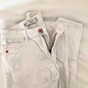 Vita Molly jeans som jag inte längre använder 🌻 Frakt 30kr