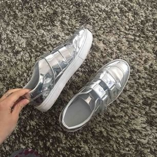 Sneakers från Zara, fint skick!