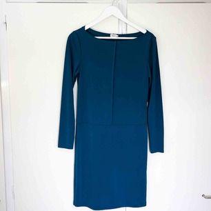 Långärmad klänning från FilippaK.