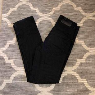 Helsvarta crocker jeans som tyvärr är för små för mig! Köpta second hand på Myrornas
