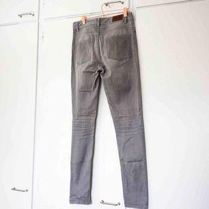 Gråa jeans från Whyred