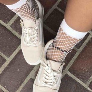 As coola fish nets socks! Dom kan verkligen göra en outfit mycket snyggare! Hör av er vid Intresse!