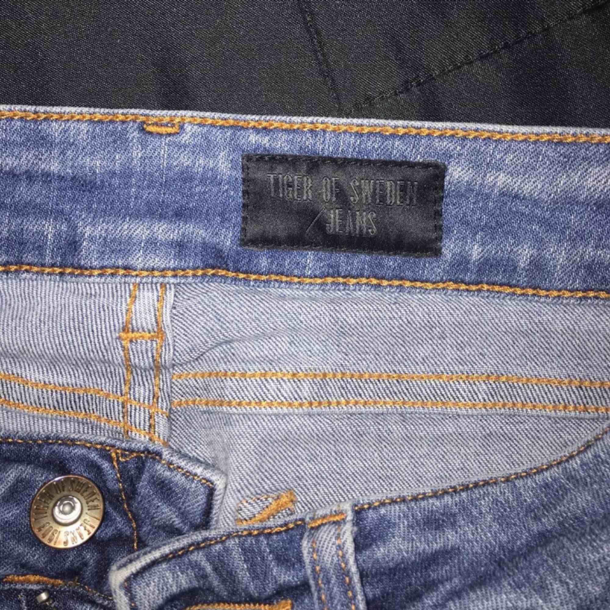 Helt nya, använt dem enbart några timmar och inte något mer pga impuls köp och fel storlek för mig.     Nypris: 1499kr  Mitt fastpris:200kr     (En tusenlapp & en hundralapp billigare!)    . Jeans & Byxor.