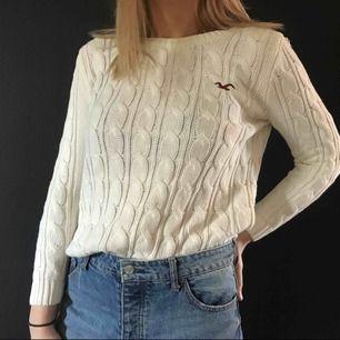 kabelstickad tröja från hollister, skulle säga att den är mer M än L