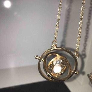 Smycke från Harry potter som går att snurra !HAR 2 EXEMPLAR!