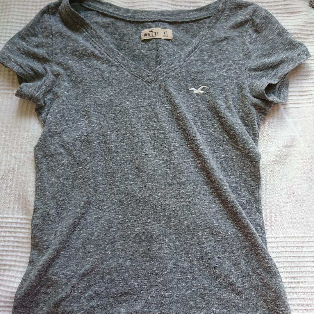 T-shirt från hollister i storlek xs, men jag brukar ha s/m och den passar mig. Pris kan diskuteras. Möts upp i Stockholm, om frakt önskas bjuder jag på frakten.. T-shirts.