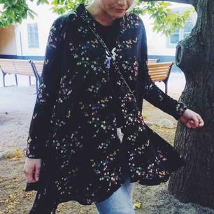 Säljer min otroligt vackra vintage Ida Sjöstedt kappa, möts upp i centrala Sthlm eller så står köparen för frakt