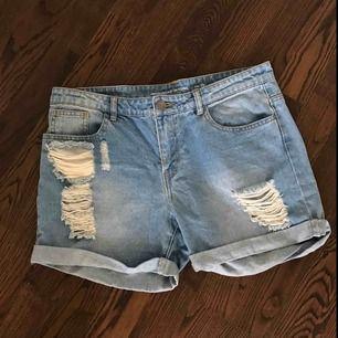 Jeansshorts i stl 29, använda få gånger!💙