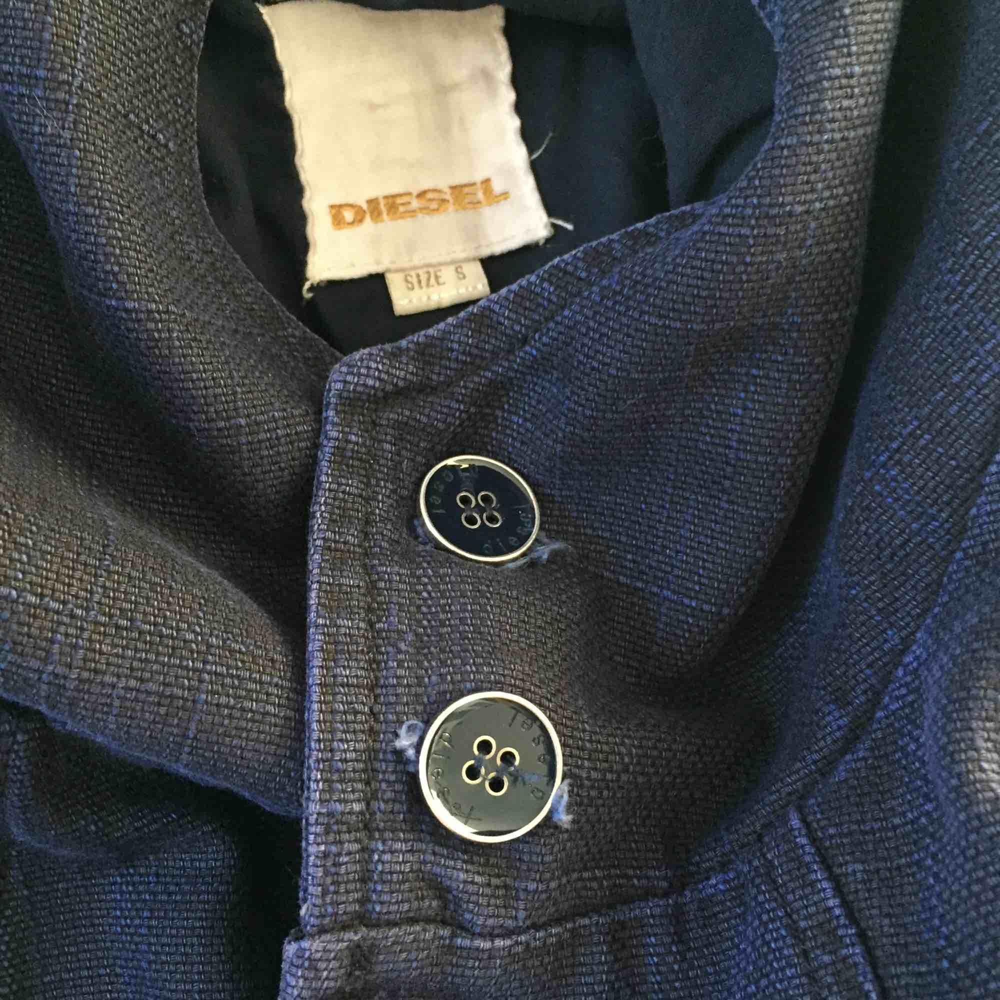 Cool jacka från Diesel men huva. Blått jeansliknande material. Dolda knappar (en knapp saknas).. Jackor.