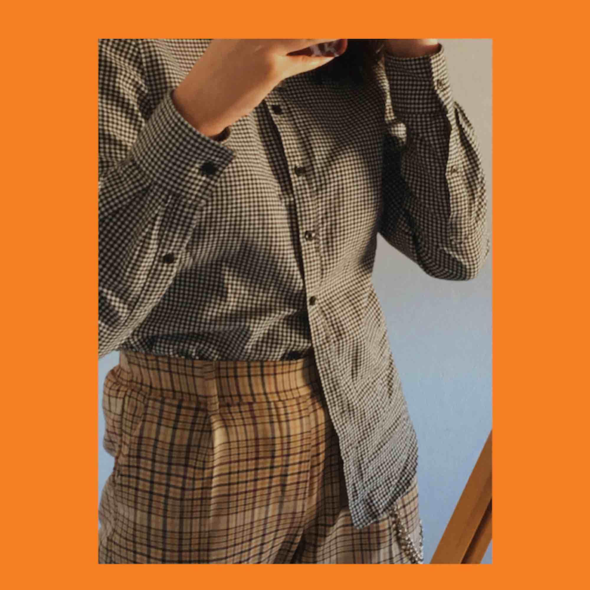 skitsnygg rutig skjorta men är inte riktigt min stil, har aldrig använt den :(. den passar till det mesta, speciellt for that picknick bitch aesthetic;) frakt är redan inräknat!. Skjortor.