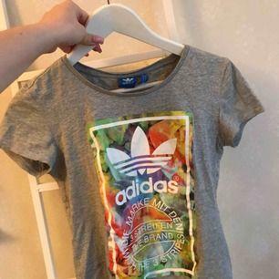 Adidas t-shirt knappt använd! 75kr inklusive frakt