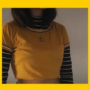 gullig tshirt från märket sisters point, älskar de små detaljerna på kragen och ärmarna! inte min stil så bestämde mig för att sälja den :( den har inte använts så mycket så den har inga skador! frakt är inräknat!