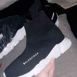 Har två par Balenciaga skor i storlekarna 37 och 38. Riktigt bra kopior. Billigare vid snabb affär!