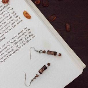 Ett 70's inspirerat smyckeset som innehåller örhänge, armband & halsband. Fri frakt 💌 handgjort!