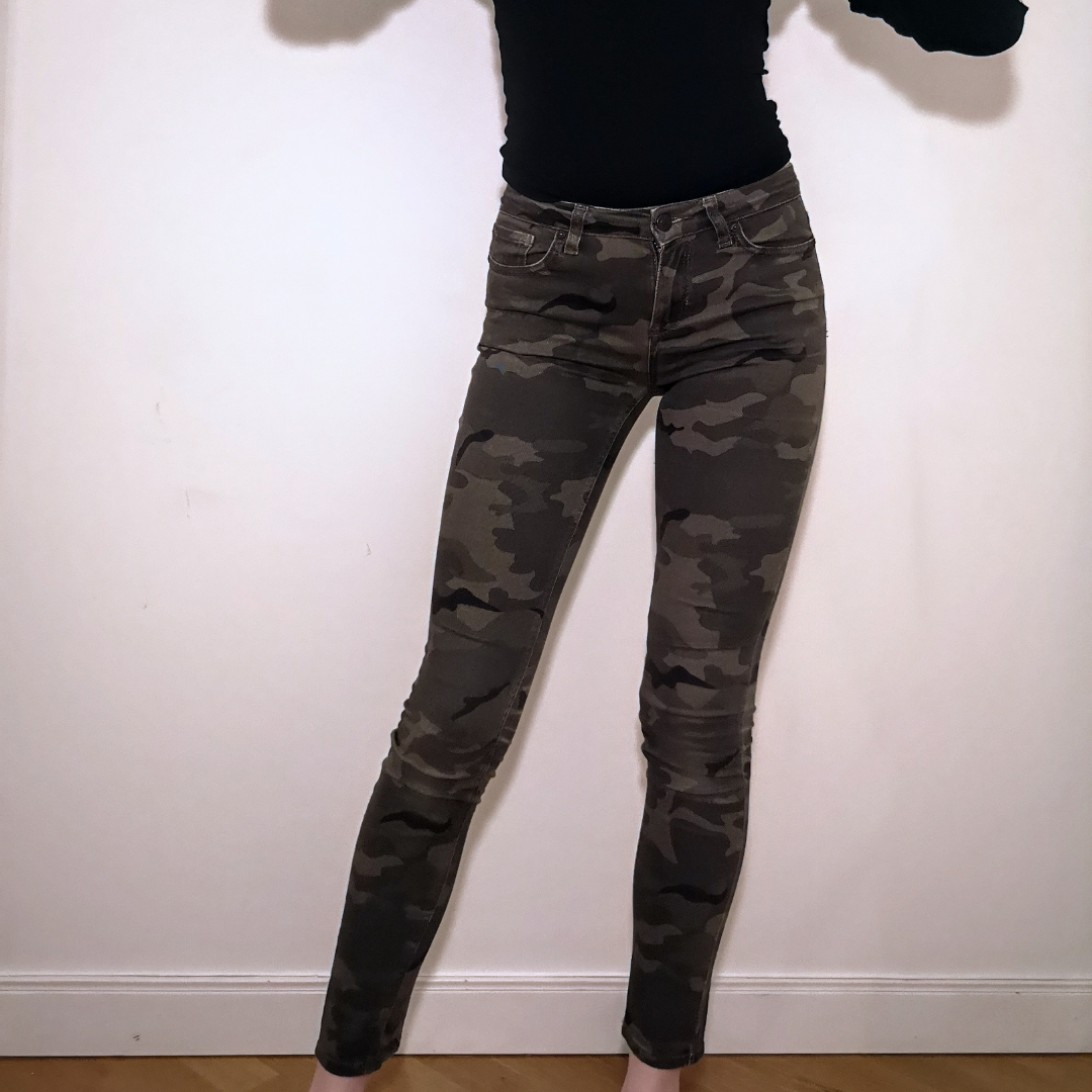 Snyyggast jeansen har nu blivit lite för små för mig :(( de har sån himla bra passform och är verkligen supercoola! Jag är 177 for reference🌹 frakten ingår i priset . Jeans & Byxor.