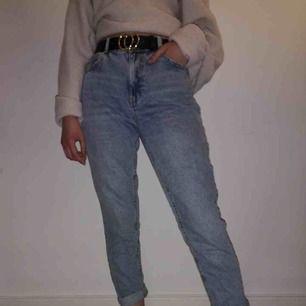 Bershka denim mom jeans i storlek 36 (Ganska stretchigt material)  Möts upp i stockholm