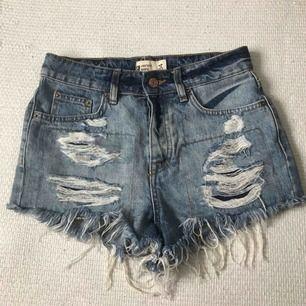 Slitna shorts ifrån Gina Tricot! Frakt tillkommer 🌹