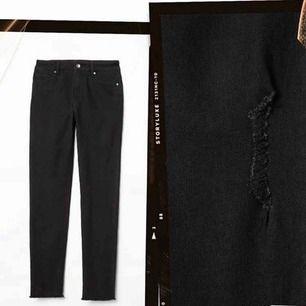 HELT NYA svarta jeans. ALDRIG ANVÄNDA, endast 150+frakt. Bilder från hm hemsida🌸