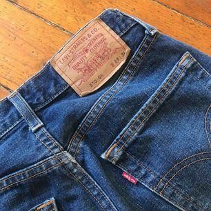 Ett par jätte fina Levis jeans önskar verkligen att dom passade mig:( men tyvärr är dom lite stora! Jätte bra kvalité! Köparen står för frakten💕