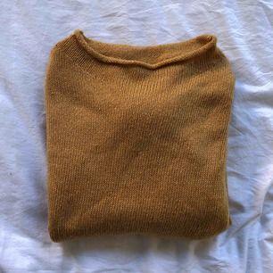 Senapsgul tröja från Gina Tricot, använd 1 gång. Frakt tillkommer