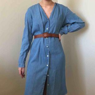 Jättesnygg jeansklänning från Vera. (skärpet ingår inte) Möts i sthlm eller norrköping eller fraktar (fraktpris: 54kr)