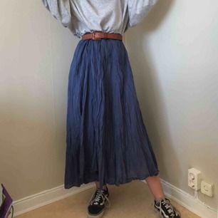 Jättesnygg kjol från Gudrun Sjödén i bra skick. passar riktigt bra nu till sommaren!🌻 möts upp i sthlm eller norrköping, frakten ingår i priset!