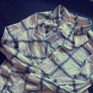 Oversize rutig skjorta