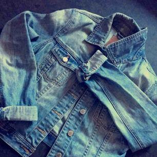 Superfin jeansjacka från ginatricot Aldrig använt Frakt eller mötas