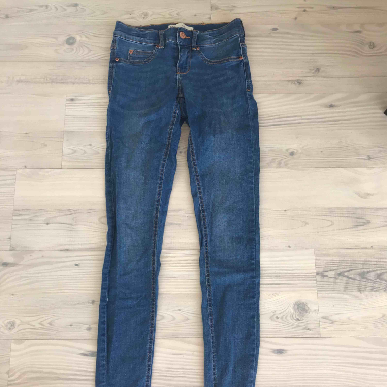 Alex jeans! Litet litet hål i sömmen!! Frakt 36kr!. Jeans & Byxor.