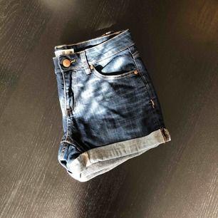 Denim shorts i storlek 36 från Lindex. Frakt tillkommer!