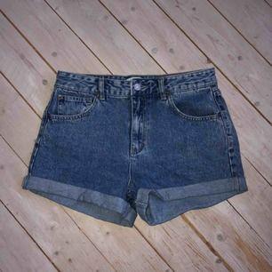 -shorts från PULL&BEAR -använda typ 2 ggr -kolla pull&bear size guide om osäker över strl -köparen står för eventuell frakt -betalningssätt: swish