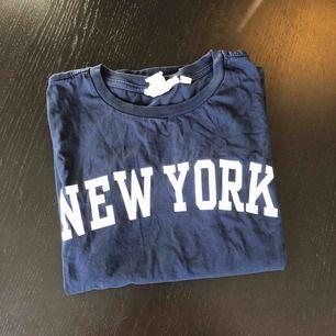 "T-shirt från H&M i storlek XS med motivet ""NewYork"" Frakt tillkommer"