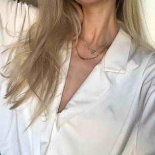 Skjorta/body från H&M trend. Använd 1 gång. Inte genomskinlig!! Bra material