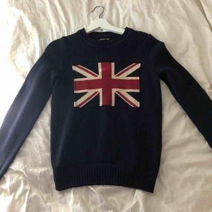 En stickad varm tröja som har hög kvalité, säljer pga att jag inte använder den. Den är väldigt skön och fin 💫🙏🏼😍