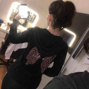 Hoodie från Victoria Secret. Storlek S  Köparen står för frakten eller hämtas i Örebro