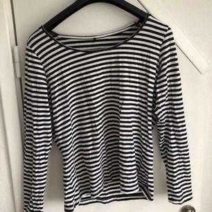diverse tröjor 50kr/styck 1: långärmad tröja från Lindex 2: magtröja från bik bok 3: svart magtröja från zara