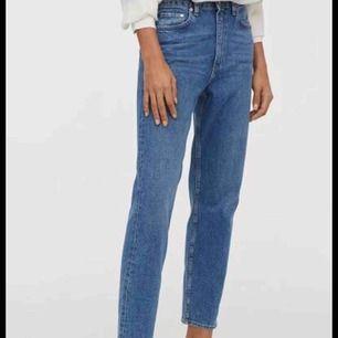 vintage fit jeans från hm -kolla hm size guide om du är fundersam kring storleken -high waist -använda ganska lite -ordinarie pris: 299kr -105 kr är fast pris -köparen står för frakt!