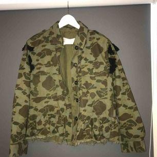 En jacka från Zara , köparen står för frakten ❤️