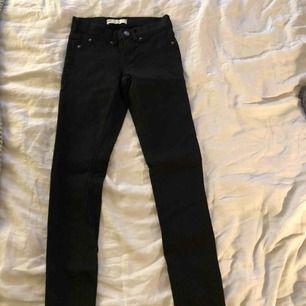 Jättesköna jeans från Gina tricot. Aldrig använda. Köparen står för frakt :)