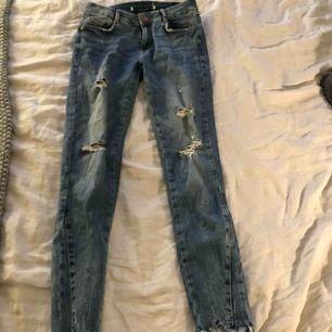 Jeans från Zara. Använda 1 gång. Köparen står för frakt :)