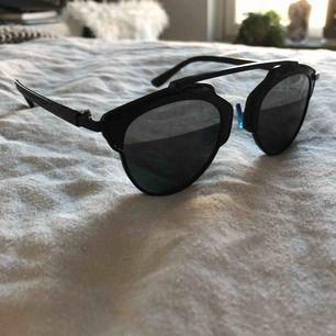 Dior-inspirerande solglasögon. Aldrig använda. Köparen betalar frakt :)