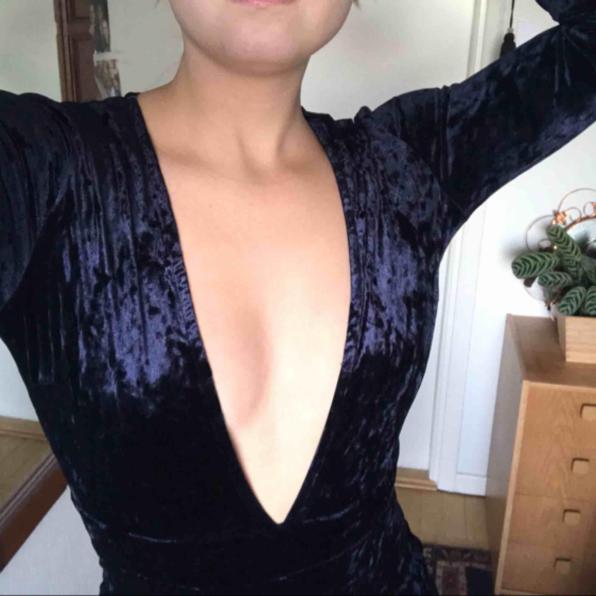Mörkblå jumpsuit från nakd! Säljer för har en svart också. Övrigt.