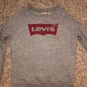 En jätte fin Levis tröja. Knappt använd. Köparen betalar frakt.