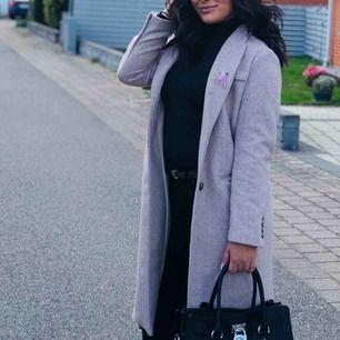 Helt ny kappa från H&M!  Slutsåld överallt!  Hör av gärna vid intresse🌹 Kan fraktas📬📦