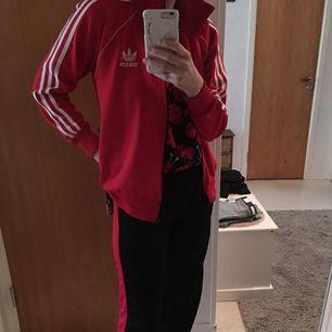 Adidas tröja Stl m 100/-  nya byxor Stl s 100:- skorna Stl 40