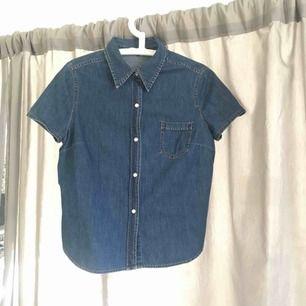 Söt Jeansskjorta i fint skick! Mina boobs får ej plats i den längre. Hör av er för fler foton eller så 😍