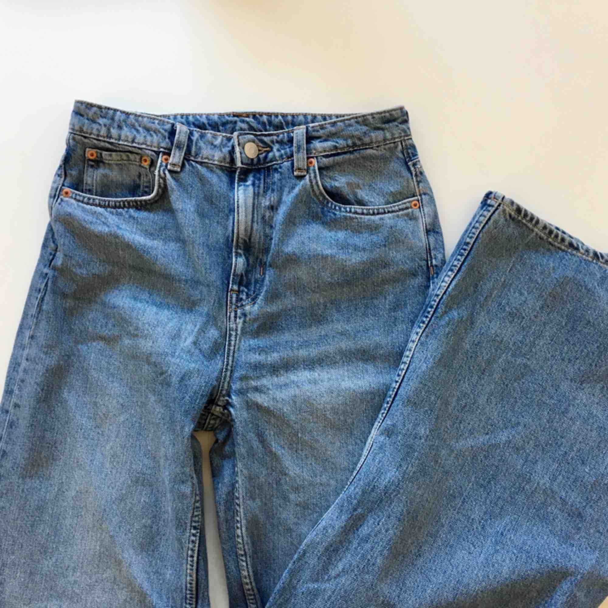 Ace wow blue jeans från Weekday i storlek 27/32. Frakt ingår i priset!. Jeans & Byxor.
