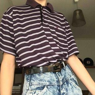 Supercool ♻️vintage♻️ Ralph Lauren t-shirt, den är en stämpel i vår och sommargarderoben 😍 Frakten ligger på 36kr. Om du har några frågor är det bara att höra av dig 😙