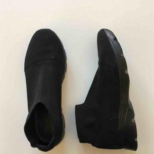 Säljer väldigt sköna sock sneakers från MM6 / Maison Marigela i stl 38. Googla, MM6 sock knit sneaker, för att se fler bilder!